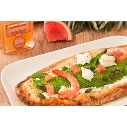 Pizzetta blanche à l'avocat, pamplemousse et crevette