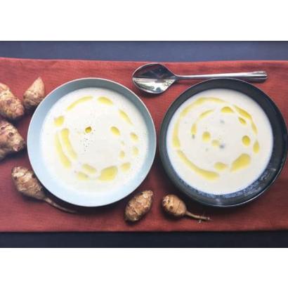 Soupe de topinambours à l'huile d'olive à la truffe