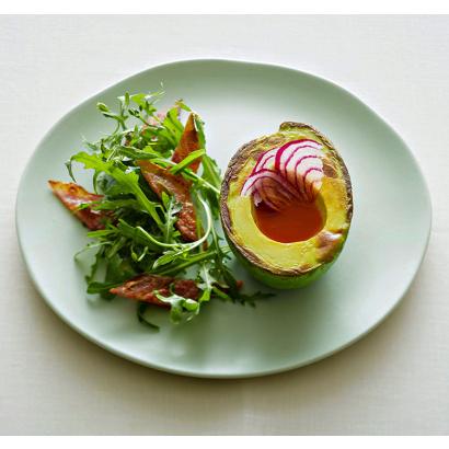 Salade d'avocat rôti au vinaigre poivron & piment et huile d'olive à l'ail